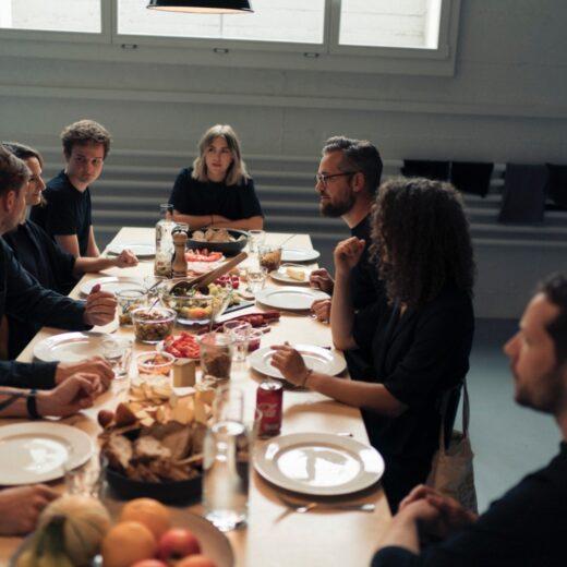 Gespräche und gutes Essen bei MADE